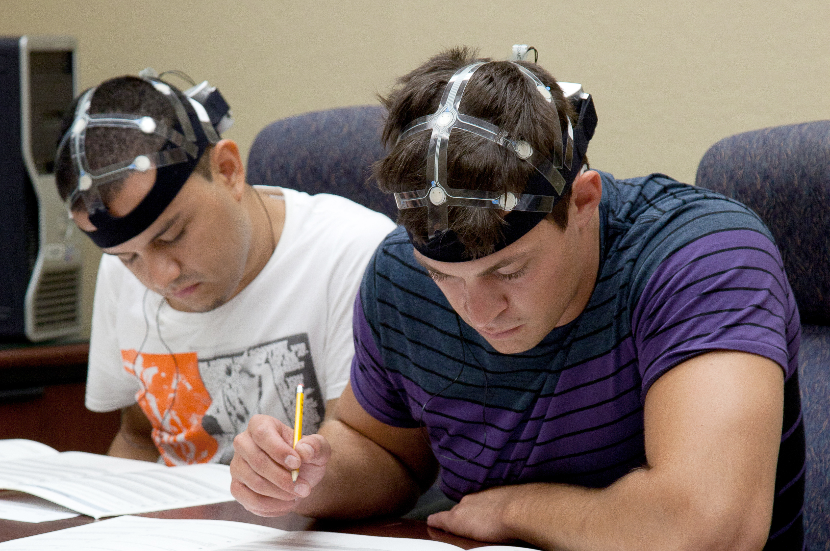 Brain Monitoring System : B alert eeg system with acqknowledge and cognitive